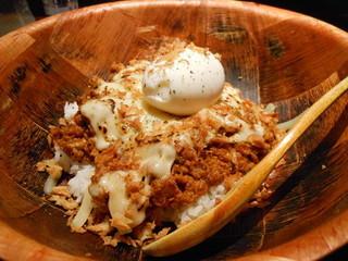 ケニック カレー - ケニックカレー+炙りチーズ+半熟たまご 1100円