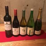 テッパンキッチン ヒロオ - シャンペンとワイン。赤、白ともフルボディ、ライトボディがあります