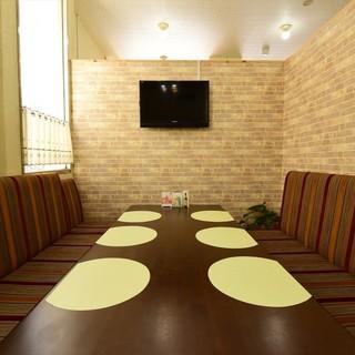 プライベート空間で、カラオケを楽しみながらの会食も可能です
