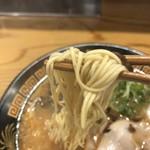 博多三氣 - 麺上げ