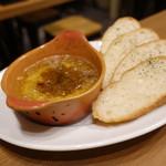 池袋西口バル 肉基地 - ☆カマンベールチーズのオーブン焼き(*^^)v☆
