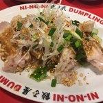 餃子屋 弐ノ弐  - 棒棒鶏 420円 お皿までしっかり冷やされてます。濃厚なゴマだれも美味