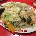 餃子屋 弐ノ弐  - 野菜たっぷり焼きビーフン 480円 塩梅の良いしっかり味で美味しいですよ。