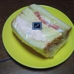 ペルタ・レクラン - サーモンポテトの極ふわサンド 350円