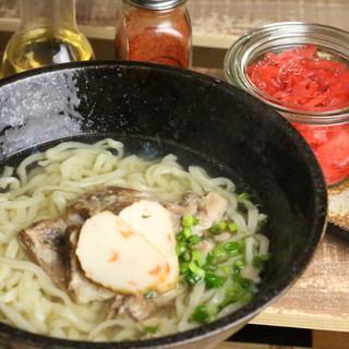 食べたらわかるこの違い♪空輸仕入れの沖縄そばが美味しい!
