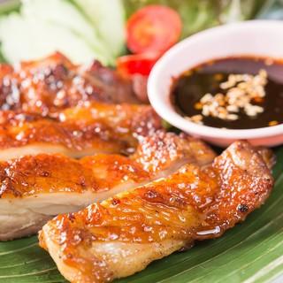 食べるべき1品【名物!骨付ガイヤーン】味付鶏の炭火焼
