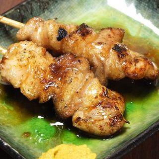 焼き鳥は全て130円の均一価格♪鴨油(ホルモン)は必食!