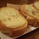 浮島下町バル Cap's - 十勝産ラクレットチーズトースト