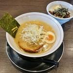 ラーメンまっくうしゃ - 醤油680円+炙りちゃーしゅー丼100円
