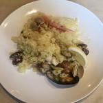 コスタ・ブラバ - 鶏肉と魚介のパエリア ¥990
