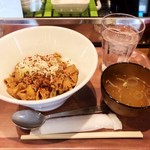 Motsuyakishourihanare - 名物煮込み丼