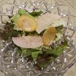 86763187 - サラダには黄人参や大根のピクルス、粉チーズや自家製ドレッシングが爽やか