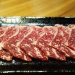 もつ鍋 焼き肉 岩見 - ロース。 焼肉らしい味わい。