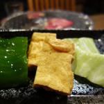 もつ鍋 焼き肉 岩見 - 厚揚げと野菜の盛り合わせ。