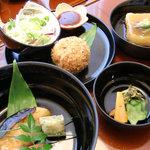 日本料理 桜楽 - <7月昼>お重を展開すると...平目の照り焼き、じゃがいも餅、香のもの、海老クリームコロッケ