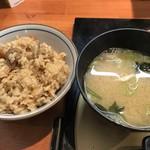 串揚げ串和 - 炊き込みご飯と味噌汁