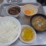 一休食堂 - 煮込み定食880円