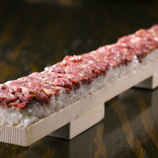 【鮮度抜群!】馬肉専門卸し直送の新鮮な馬刺し・肉寿司☆