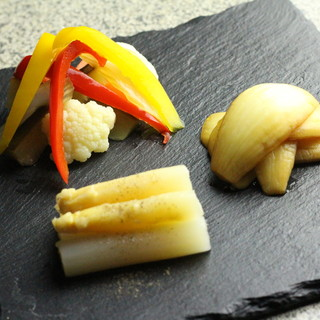 厳選食材を丁寧に調理。洗練された和洋折衷の創作料理に舌鼓