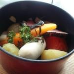 86781500 - 【ココット料理c.】野菜とソーセージとベーコンの香草焼き(接写)
