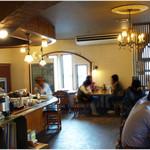 翠藍 - 昭和の喫茶レストラン風です。 カウンター席とテーブル席。