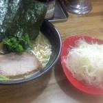 86782199 - 「醤油とんこつラーメン・並・細麺(650円)」+「白髪ネギ(150円)」[平成30年5月28日(月)]