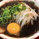新福菜館 - ラーメンと生卵