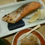 86784446 - 18/5 天然紅鮭の甘塩焼定食:1166円(税込)