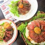 86784463 - 右  ローストビーフ丼男盛り+追い肉                       上  丼並盛り+追い肉                       左  プレート