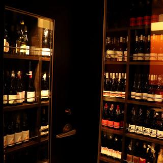立ち飲みもOK◆ワインセラーに揃う800本以上の自然派ワイン