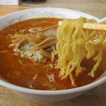 かつ平 - 鉄火麺小辛の麺