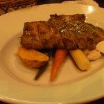 イタリア田舎料理 ダンロ - 豚肉のグリル(2,800円)。かなり大きいお肉!お腹いっぱい☆