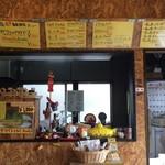 サブマリン - 『サブマリン』店内表示メニュー全体と厨房内の様子。