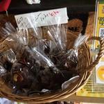 サブマリン - 『サブマリン』店舗内観。販売品「チョコナッツブラウニー」150円