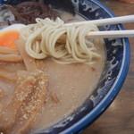 86793621 - まろやか豚骨スープとストレート細麺