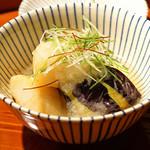 まる富 - 賀茂茄子と帆立貝の煮卸し 香味野菜添え
