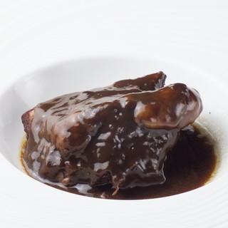 人気!牛肉のカベルネ・ソービニョン煮込みもテイクアウト可能!