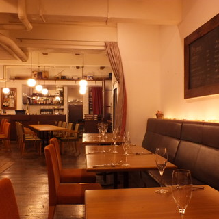 美味しいワインとお食事を堪能できる上質な空間づくり