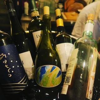 お料理や好みに合わせてオススメのワインを。色々楽しめます◎