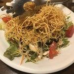 鳥まる - パリパリ揚げ麺サラダ