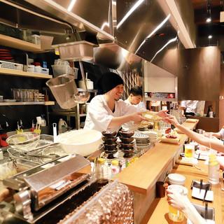 飲食を五感で楽しむ「コトづくり」の串焼き店!