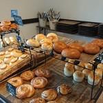 86806771 - 向かって左側にも、パンが並んでいますよ~