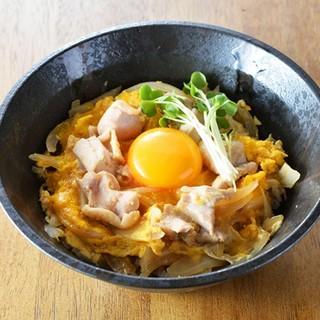 【トリ太鼓の定食】中札内鶏や奇跡の卵で作った親子丼。