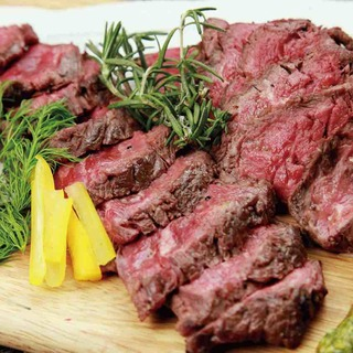 牛・馬・鶏の肉料理・燻製料理を堪能