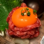 新宿 焼肉ブルズ - ユッケ♡蕩ける美味しさ