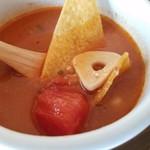 パンチーズハウス - ほんのりとエスニックな香りがして、辛みも控えめなトマトスープ