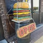 パンチーズハウス - このハンバーガーすっげー