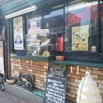 パンチーズハウス - お店の前の様子