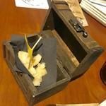 86819904 - 宝箱に入ったコペルト¥300のチーズ