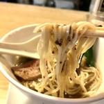 86820105 - 塩トリフラーメン 麺リフト